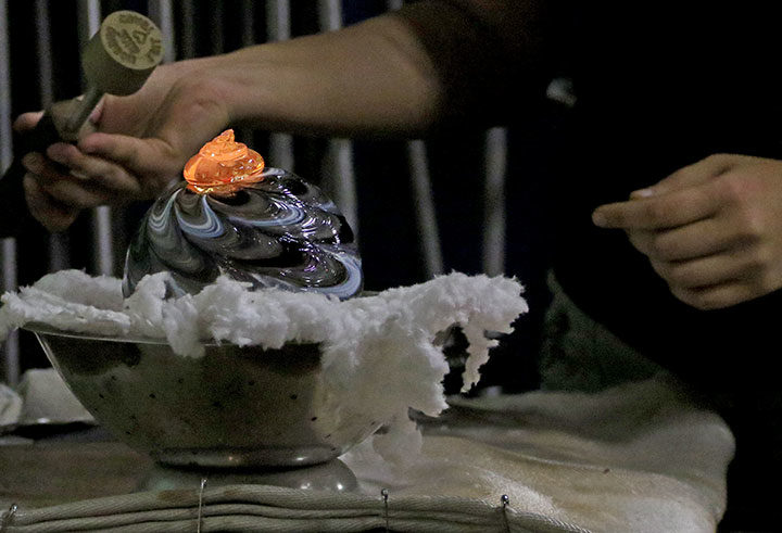 Lincoln City glass blowing photo by Chandler O'Leary
